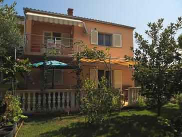 Betina, Murter, Property 17478 - Apartments with pebble beach.
