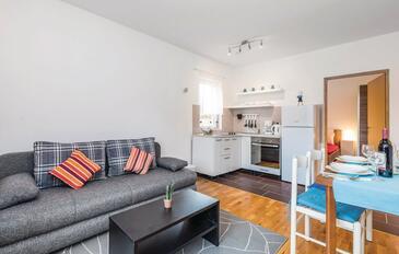 Jasenak, Obývací pokoj v ubytování typu apartment, domácí mazlíčci povoleni a WiFi.