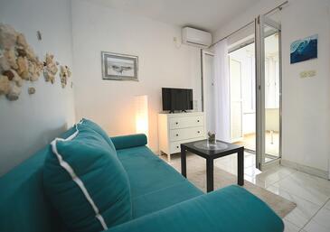 Novalja, Salon dans l'hébergement en type apartment, climatisation disponible, animaux acceptés et WiFi.
