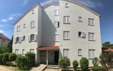 Novalja, Pag, Hébergement 17503 - Appartement à proximité de la mer avec une plage de galets.