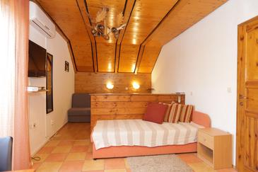 Grabovac, Obývacia izba v ubytovacej jednotke studio-apartment, klimatizácia k dispozícii, domáci miláčikovia povolení a WiFi.
