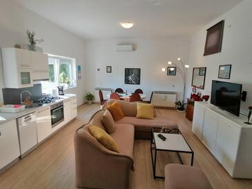 Novi Vinodolski, Obývací pokoj v ubytování typu house, s klimatizací a WiFi.