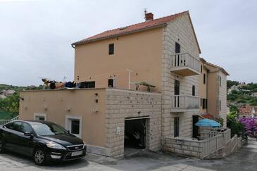 Sutivan, Brač, Объект 17537 - Апартаменты с галечным пляжем.