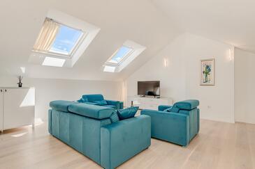 Split, Salon dans l'hébergement en type apartment, climatisation disponible et WiFi.