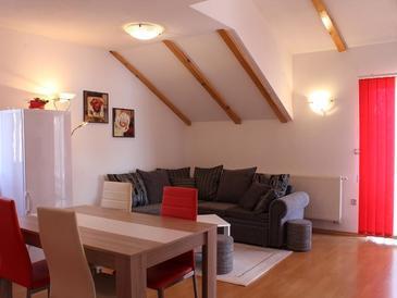 Oštarski Stanovi, Obývací pokoj v ubytování typu apartment, s klimatizací, domácí mazlíčci povoleni a WiFi.