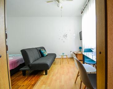 Zadar, Obývací pokoj v ubytování typu studio-apartment, s klimatizací, domácí mazlíčci povoleni a WiFi.