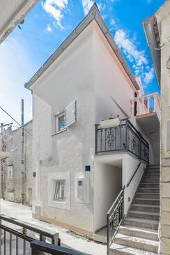 Baška Voda, Makarska, Property 17570 - Apartments near sea with pebble beach.