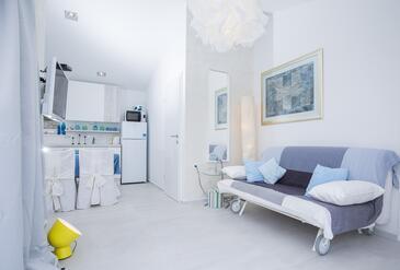 Okrug Donji, Obývacia izba v ubytovacej jednotke house, klimatizácia k dispozícii a WiFi.