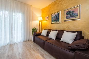 Ercegovci, Living room in the house, air condition available, (pet friendly) and WiFi.