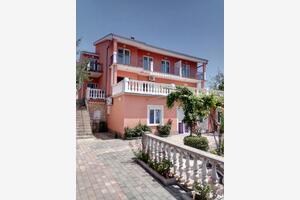 Apartmani s parkingom Novi Vinodolski - 17596