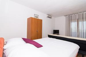 Apartments and rooms with parking space Trogir - 17609