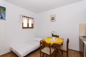Trogir, Jedáleň v ubytovacej jednotke studio-apartment, WiFi.