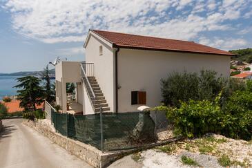 Trogir, Trogir, Objekt 17609 - Ubytování s oblázkovou pláží.