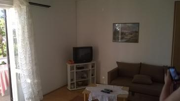 Barbat, Living room in the apartment, air condition available and WiFi.