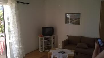 Barbat, Sala de estar in the apartment, air condition available y WiFi.
