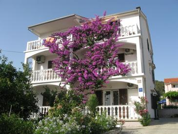 Barbat, Rab, Propiedad 17620 - Apartamentos near sea with pebble beach.