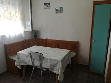Lađin Porat, Столовая в размещении типа apartment.