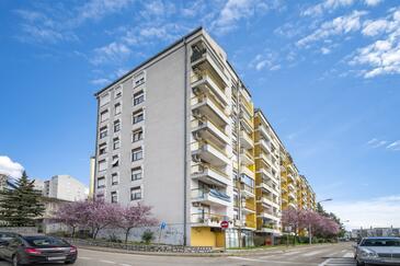 Rijeka, Rijeka, Property 17629 - Apartments with pebble beach.