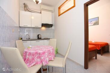 Lokva Rogoznica, Blagovaonica u smještaju tipa apartment, dostupna klima, kućni ljubimci dozvoljeni i WiFi.
