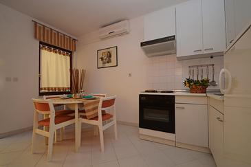 Rabac, Dining room in the apartment, air condition available and WiFi.