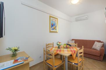 Srima - Vodice, Dining room in the apartment, air condition available and WiFi.