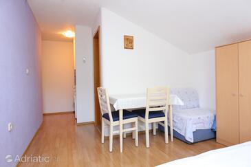 Duće, Dining room in the studio-apartment, WiFi.