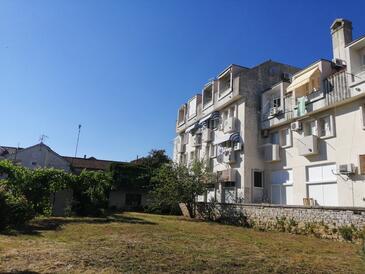 Sveti Filip i Jakov, Biograd, Obiekt 17676 - Apartamenty przy morzu ze żwirową plażą.