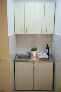 Baška Voda, Kitchen in the studio-apartment, WiFi.