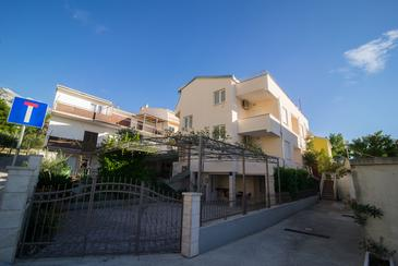 Baška Voda, Makarska, Property 17683 - Apartments with pebble beach.