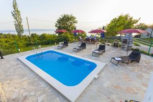 Family friendly apartments with a swimming pool Gornji Tučepi, Makarska - 17686