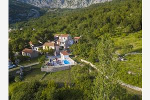 Family friendly apartments with a swimming pool Gornji Tučepi (Makarska) - 17686