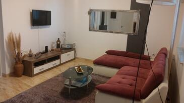 Vir, Obývacia izba v ubytovacej jednotke house, klimatizácia k dispozícii a WiFi.