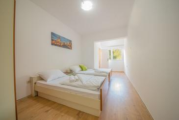 Starigrad, Spavaća soba u smještaju tipa room, dostupna klima, kućni ljubimci dozvoljeni i WiFi.