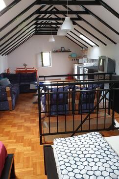 Novi Vinodolski, Obývací pokoj v ubytování typu apartment.