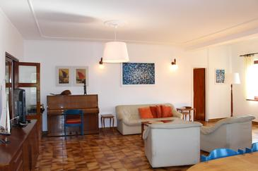 Ika, Living room in the apartment, air condition available and WiFi.