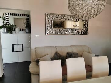 Zavalatica, Wohnzimmer in folgender Unterkunftsart apartment, Klimaanlage vorhanden und WiFi.