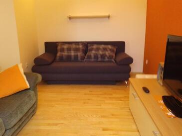 Kaštel Kambelovac, Obývacia izba v ubytovacej jednotke apartment, klimatizácia k dispozícii a WiFi.