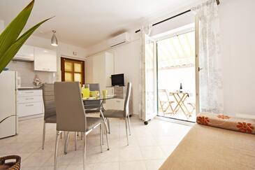 Rabac, Столовая в размещении типа apartment, доступный кондиционер, Домашние животные допускаются и WiFi.