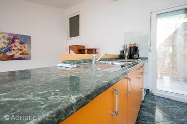 Sali, Кухня в размещении типа studio-apartment, доступный кондиционер, Домашние животные допускаются и WiFi.