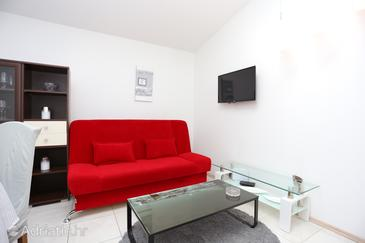 Podstrana, Living room in the house, air condition available, (pet friendly) and WiFi.