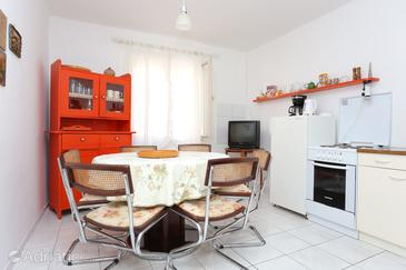 Sumpetar, Dining room in the apartment, (pet friendly) and WiFi.