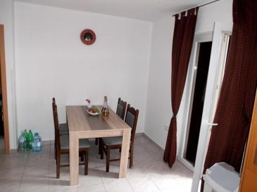 Tribanj Šibuljina, Jídelna v ubytování typu apartment, WiFi.