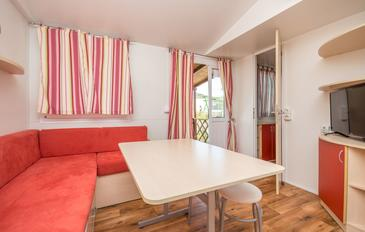 Drage, Living room in the apartment, air condition available, (pet friendly) and WiFi.