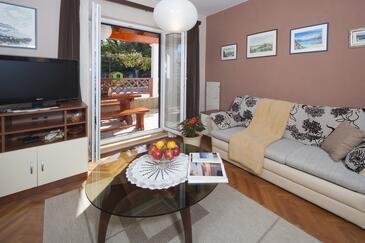 Marići, Obývací pokoj v ubytování typu house, s klimatizací, domácí mazlíčci povoleni a WiFi.