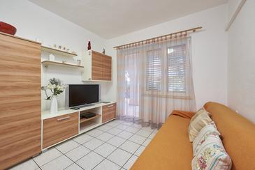 Mavarštica, Living room in the apartment, air condition available, (pet friendly) and WiFi.