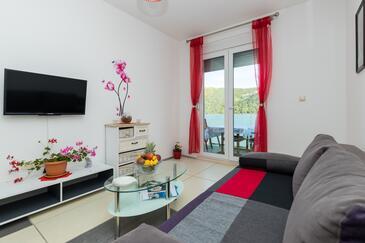 Grebaštica, Dnevni boravak u smještaju tipa apartment, dostupna klima, kućni ljubimci dozvoljeni i WiFi.
