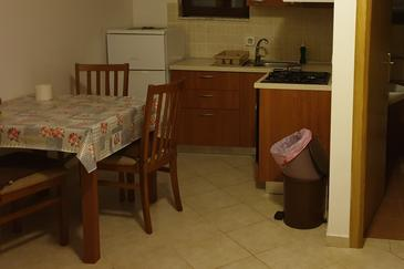 Ugljan, Dining room in the apartment, air condition available and WiFi.