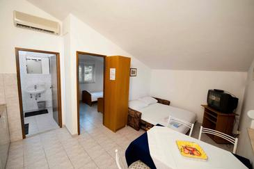 Medići, Obývacia izba v ubytovacej jednotke apartment, klimatizácia k dispozícii a WiFi.