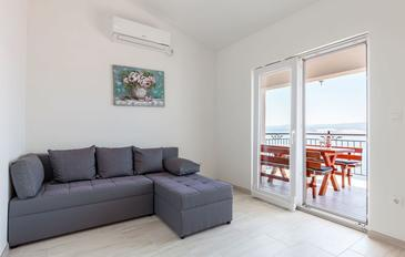 Stanići, Living room in the apartment, air condition available, (pet friendly) and WiFi.