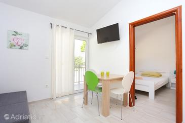 Stanići, Dining room in the apartment, air condition available, (pet friendly) and WiFi.